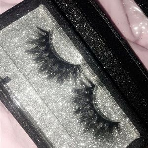 Selling my lashes for $6